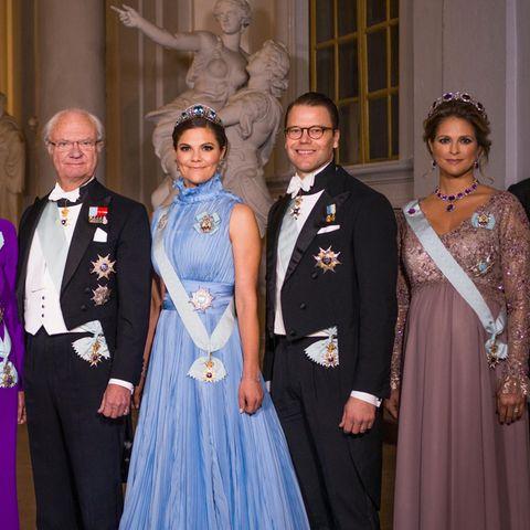 Die schwedische Königsfamilie (v.l.n.r.): Königin Silvia, König Carl Gustaf, Prinzessin Victoria, Prinz Daniel, Prinzessin Madeleine und Chris O'Neill bei der Nobelpreisverleihung 2017. Jedes Jahr im Dezember kommt die Königsfamilie aus diesem Anlass zusammen.