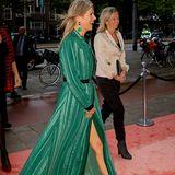 Hohe Schuhe zum Gala-Dress - ein Muss, oder? Nein, denn Königin Máxima beweist mit ihrem Look für die Loey Awards 2017 in Amsterdam, dass auch Sandalen eine tolle Alternative sein können.