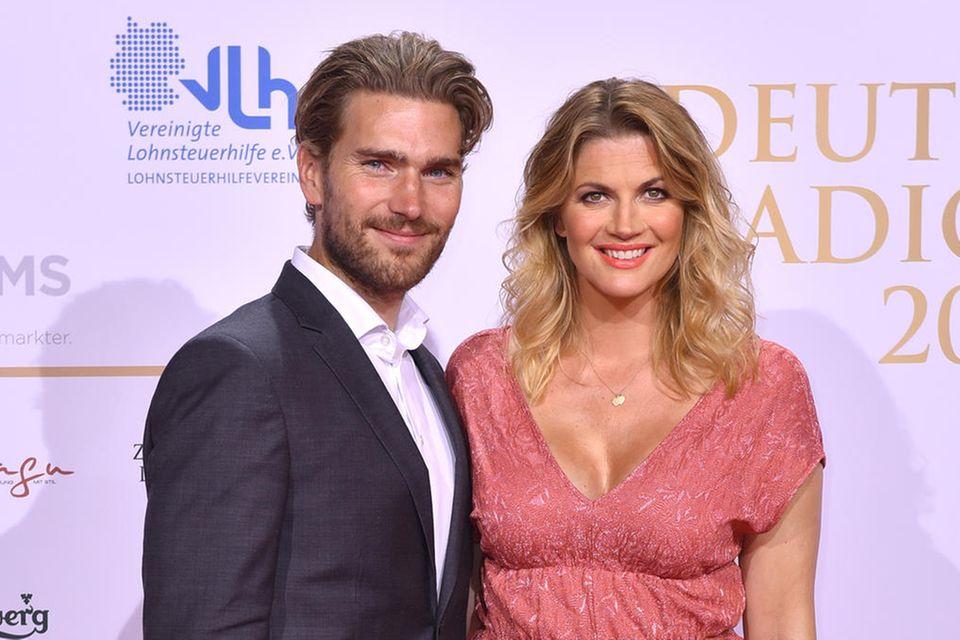 Nina Bott mit ihrem Lebensgefährten Benjamin Baarz beim Deutschen Radiopreis 2018