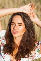 junge Frau, Schwitzen im Gesicht, Sommer, schwitzen