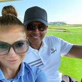 27. Juli 2020  Mit einem nettenPärchen-Selfie bedankt sich Alex Rodriguez an seinem 45. Geburtstag für die lieben Glückwünsche. Mit seiner Traumfrau Jennifer an der Seite verbringt er den Tag ganz entspannt auf dem Golfplatz.