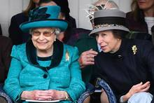 Queen Elizabeth + Prinzessin Anne