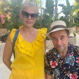 """Annas Ehemann Jan Josef Liefers ist mit nach Spanien gereist. Zusammen besucht das Paar Til Schweiger. Der """"Keinohrhase""""-Regisseur postet diesen Schnappschuss seiner Gäste auf seinem Instagram-Account und verabschiedet die beiden mit den Worten: """"Kommt bald wieder, Leute!"""""""