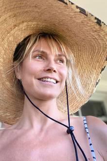 Von der Sonne geküsst: So wunderschön und ungeschminkt zeigt sich Heidi Klum auf Instagram. Und natürlich wollen wir nicht nur wissen, wo sie den schattenspendenden Hut her hat, sondern auch, wie sie es schafft, keinen Tag älter zu werden.