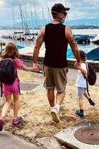 2. August 2020  Robbie Williams macht mit seinen Kindern einen Sonntagsausflug. Seine Frau Ayda Field ist natürlich auch dabei, aber einer muss ja das Erinnerungsfoto für Instagram schießen.