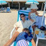 3. August 2020  So ein Jetset-Leben kann ganz schön anstrengendsein. Daher genießt Kourtney Kardashian den Tag mal ganz entspannt mit ihren Töchtern am heimischen Strand von Santa Barbara und wirkt dabei auf ihrerPlastik-Liege glücklich und zufrieden.