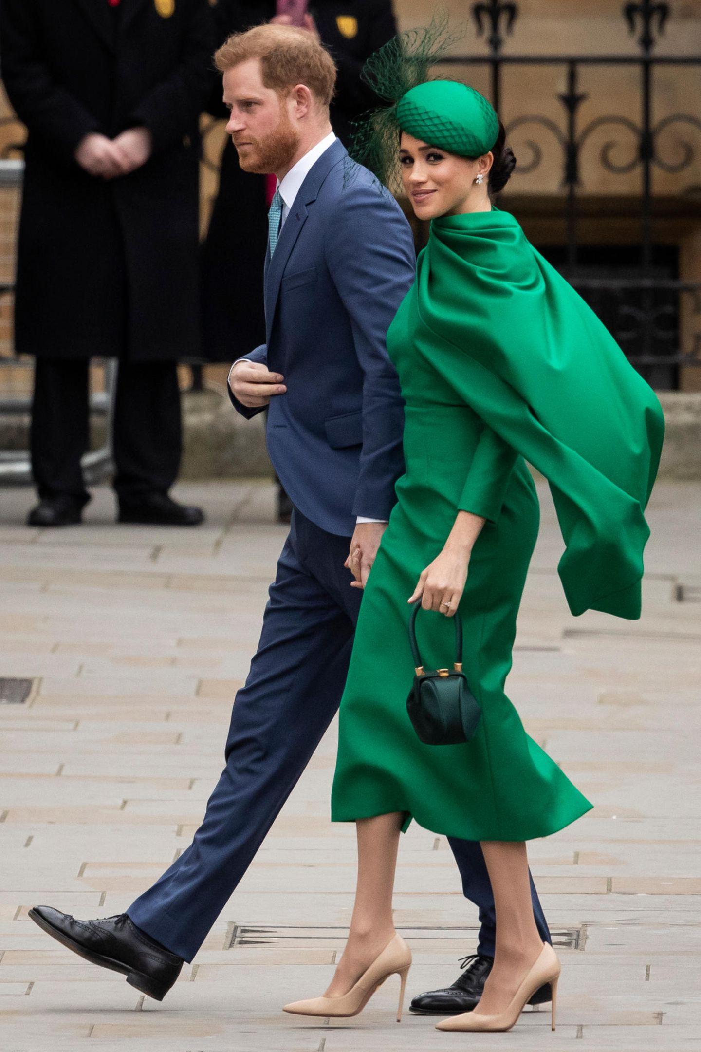 ... nämlich von Herzogin Meghan! Die war schon auf mehreren Terminen mit unterschiedlichen Taschen der Designerin Gabriela Hearst unterwegs.