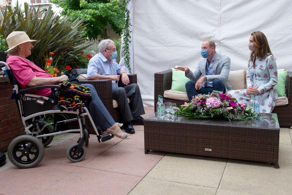 """Prinz William und Herzogin Catherine bei ihrem Besuch im """"Shire Hall Care Home"""", einem Seniorenzentrum in Cardiff"""