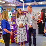 Bilder des Termins postet das Social-Media-Team von Kate und William auf dem Instagram-Account der beiden. Eine Frage stellen Follower in den Kommentaren immer wieder: Warum tragen die Royals keine Masken? Die Antwort liefert ein Blick auf die Website der walisischen Regionalregierung.
