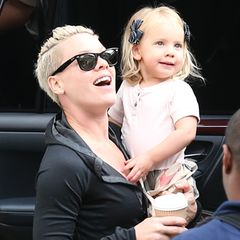 Im Juni 2011 erblickt Willow Sage das Licht der Welt und steht von nun an an der Seite ihrer Mutter Pink im Rampenlicht.