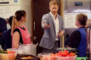 Prinz Harry in der Küche
