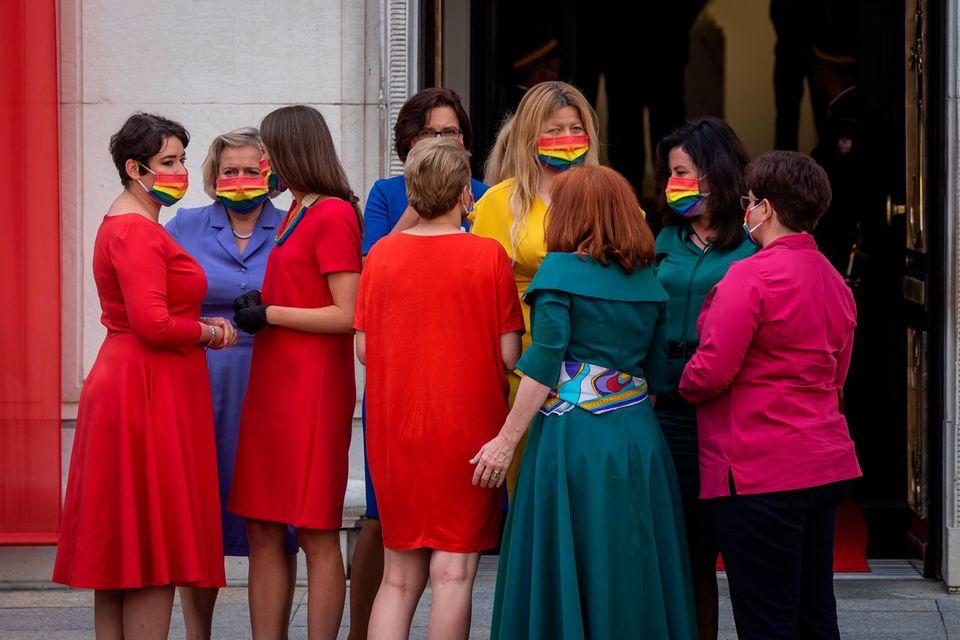 Die Parlamentarierinnen des Linksbündnisses haben mit ihrem modischen Protest ein starkes Zeichen gesetzt.