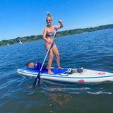 6. Augsut 2020  Susan Sideropolous hat Spaß beim Stand-Up-Paddling. Sportlich paddelt die Schauspielerin über den See, und ihr Sohn genießt dabei eine gemütliche Rundfahrt mit Mama.