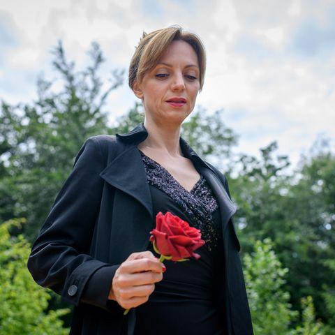 Ariane (Viola Wedekind) nimmt Abschied.