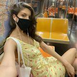 """Model Vanessa Fuchs macht ein Selfie in einer komplett leeren U-Bahn in New York und schreibt auf Instagram dazu: """"Die neue Normalität""""."""