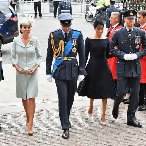 Prinz William und Prinz Harry - hier mit ihren Frauen - verstehen sich nicht mehr so gut wi früher.