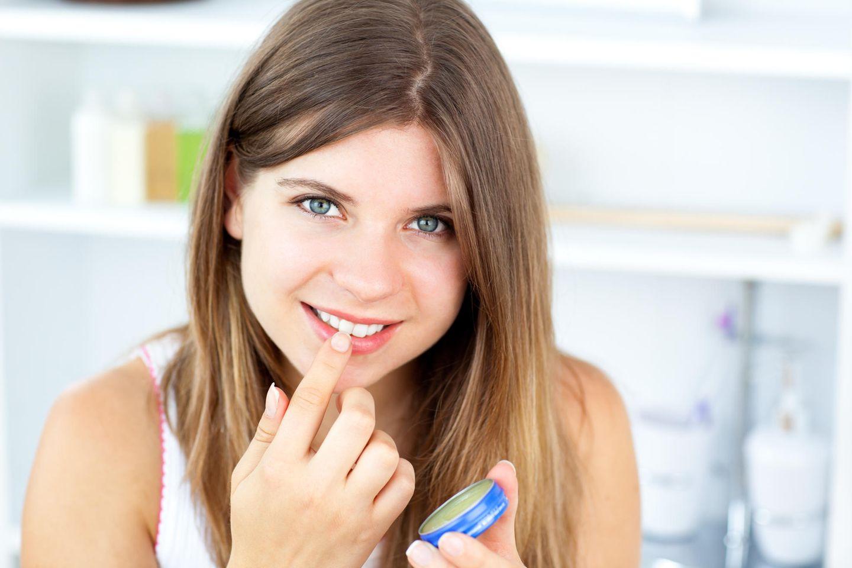 Beauty-Allrounder: Vaseline ist vielseitig für die Schönheit anwendbar.