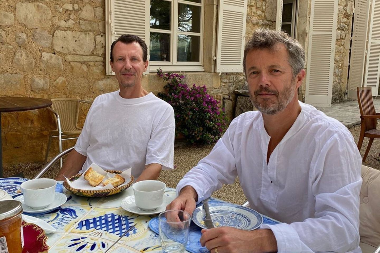 Prinz Joachim (l.) und Prinz Frederik (r.) zeigen sich nach Joachims Gehirn-Operation.