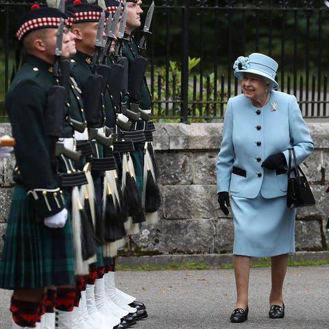 Queen Elizabeth wird standesgemäß in Schottland begrüßt (Balmoral, 2019)