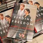 """""""Finding Freedom: Harry and Meghan and the Making of a Modern Royal Family"""" ist am 11. August 2020 bei HarperCollins Publishers erschienen."""