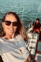13. August 2020  Familienglück auf hoher See: Doutzen Kroes ist mit ihrem Mann Sunnery James und Sohn Phyllon auf Segeltour, und wie glücklich sie dabei ist, zeigt sie ihren Instagram-Fans mit diesem schönen Sommer-Selfie