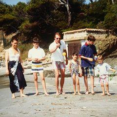 Auf dem Freizeitplan für den royalen Familienurlaub stand unter anderem Boule-Spielen am Strand.
