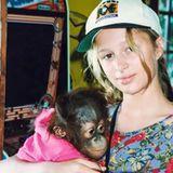 Paris Hilton  Diese kleine Tierfreundin hätten wir kaum erkannt. Paris Hilton postet dieses süße, aber ungewöhnlich unglamouröse Bild von sich mit einem kleinen Schimpansen.