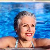 16. August 2020  Birgit Schrowange macht heute blau und sendet - mit diesem schönen Pool-Porträt aus Mallorca - sonnige Sonntagsgrüßevia Instagram.