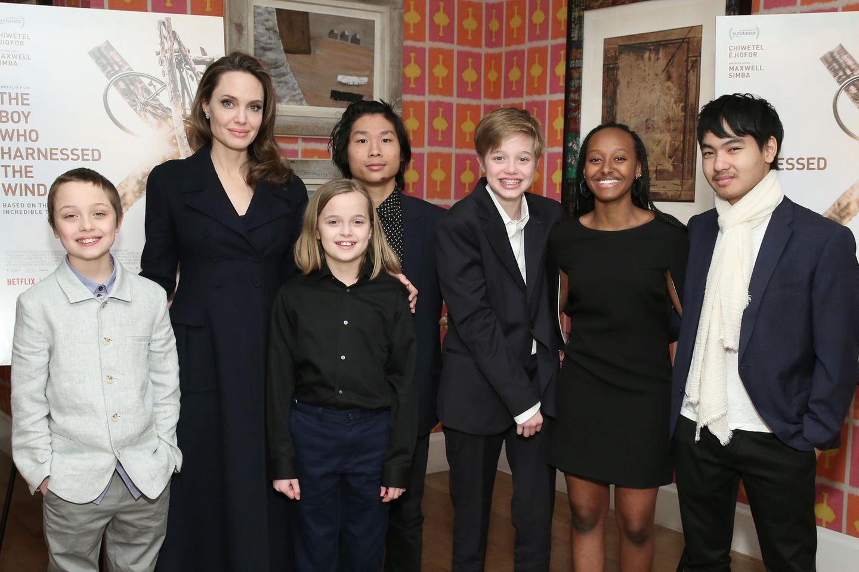 Angelina Jolie mit Knox, Vivienne, Maddox, Shiloh, Zahara und Pax