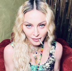 16. August 2020  Happy Birthday, Madonna! Die Pop-Ikone feiert ihren 62. Geburtstag auf Jamaika, und die Fotos, die sie von ihrer Geburtstagsparty auf Instagram gepostet hat, dürfte einige Gemüter erhitzt haben.  Auch wenn der Konsum von Cannabis in vielen Teilen der Welt zumFeiern dazu gehörtwie der Konsum von Alkohol, sollte an dieser Stelle darauf hingewiesen werden, dass beide Substanzen ein hohes Suchtpotenzialhaben.      Beratung und Hilfe finden Sie u.a. hier:  https://www.kmdd.de/infopool-und-hilfe/hilfe-und-beratung  https://www.bzga.de/service/infotelefone/sucht-drogen-hotline/