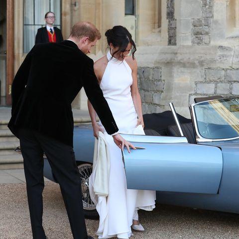 """Herzogin Meghan trägt selbst am Tag ihrer Hochzeit einen """"Messy Bun"""", einen lockeren Dutt mit ein paar Strähnen, die heraushängen."""