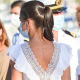 """Ein ganz spezielles Highlight des """"Charo Ruiz Ibiza""""-Kleids ist der tiefe Rückenausschnitt mit Spitzenverzierungen."""