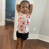 Die kleine Alexis Olympia Ohanian ist nicht nur zuckersüß - sie hat auch schoneinen tollen Style. Den hat sich jemand ganz Bestimmtes abgeguckt ...