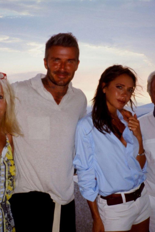 """Victorias Eltern, Jackie und Anthony Adams, sind zu Besuchund bereichern das Beckham'sche Familienleben. Dafür zeigt sich Mrs. Beckham überaus dankbar mit ihrem Post und bekundet: """"Familienzeit ist wirklich alles. Wir lieben dich so sehr!"""""""