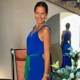 """""""Blau wie der Himmel - so hoch sollte man seine Ziele setzen. Mit einem bisschen Grün - der Hoffnung und demGlauben , die man auf dem Weg braucht, um sie alle zu erreichen"""", so poetisch erklärt Ana Ivanovic ihren tollen Look in Colourblocking - und beide Power-Farben stehen ihr super."""