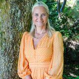 Prinzessin Mette-Marit im orangenen Sommerkleid