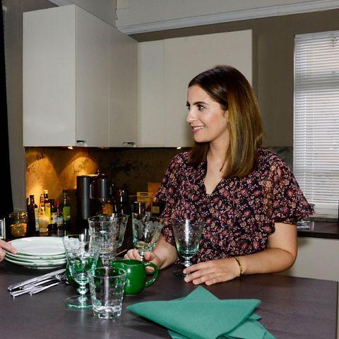 Yvonne (Gisa Zach, l.), Laura (Chryssanthi Kavazi)