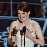 """Julianne Moore gewinnt 2015 erstmals einen Oscar als beste Hauptdarstellerin für das Drama""""Still Alice"""", in dem sie eine Alzheimer-Patientin spielt. In ihrer berührenden Ansprache dankt die Schauspielerin nicht nur allen Mitwirkenden sowie ihren Liebsten, sondern auch fürdie Möglichkeit, Aufmerksamkeit auf die Krankheit zu lenken."""