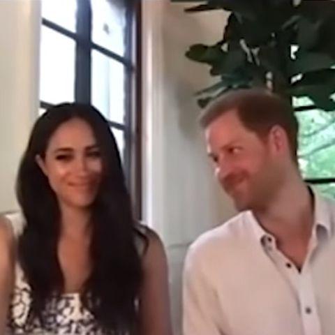 Herzogin Meghan erhält von Prinz Harry diesen vielsagenden Blick während einerVideo-Konferenz. GALA weiß, was dahintersteckt.