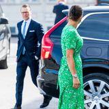 Royale Stippvisite in Stockholm: Gemeinsam mit Prinz Daniel besucht Prinzessin Victoria ein Künstlerhaus in der schwedischen Hauptstadt und zeigt sich selbst an diesem Tag ganz farbenfroh.