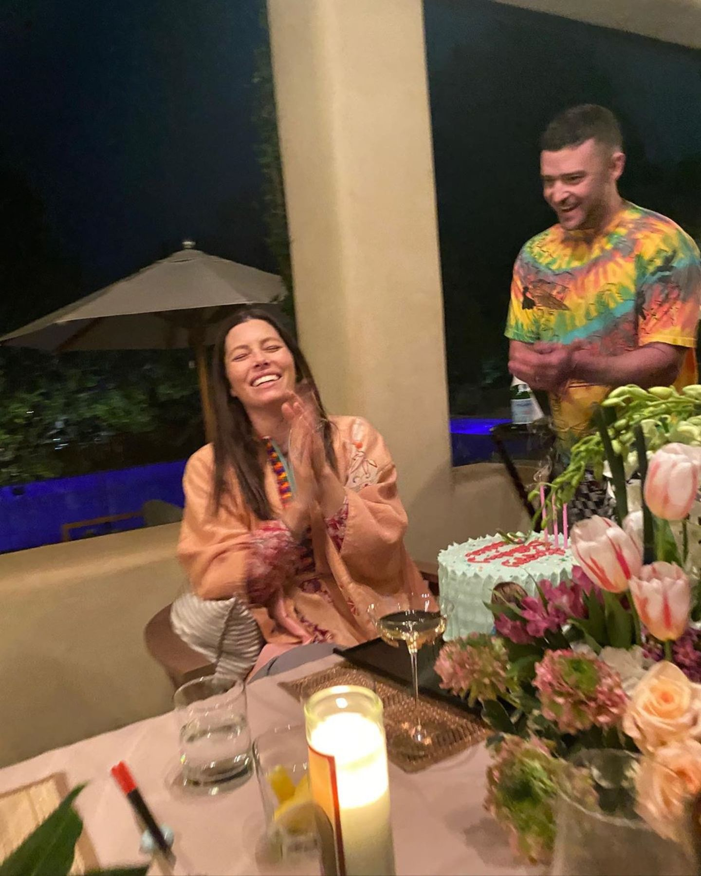 """Wenn Jessica Biel Geburtstag hat, tischt Ehemann Justin Timberlake so richtig auf. Der Sänger überraschte seine Ehefrau mit einer Pyjama-Party, Torte und Wein. """"Danke, du wunderbarer Mensch, dass du mir wirklich zugehört hast undmeine Art von Party für mich geschmissen hast"""", bedankt sich Jessica Biel via Instagram."""