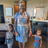 """""""Pancakes, bitte!"""" Während Chrissy Teigen normalerweise immer morgens in der Küche steht, wird sie manchmal auch von ihren Kindern Miles und Luna und ihrer MutterVilailuck Teigen verwöhnt. Wie schön!"""