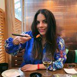 """Liebe geht durch den Magen! """"Erste Date-Night seit 5 Monaten!!! Schön war's!"""", schreibt Lilli Hollunder zu diesem Schnappschuss auf Instagram. Und fügt hinzu: """"Danke RenéAdler,dass du mich immer Restaurant-Kritikerin spielen lässt (Traumjob)!"""""""