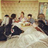 Am Muttertag wurde Heidi Klum von ihren Kindern mit einem leckeren Frühstück im Bett überrascht. Was für eine schöne Geste!