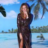 Mareile Höppner ist mit ihrem Pailletten-Look in Glamour-Laune.