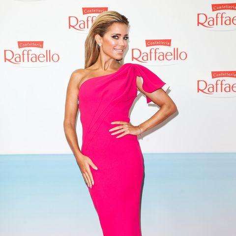 """Endlich wieder Red-Carpet-Glamour! Beim Raffaello Summer Dinner in der Königlichen Porzellan-Manufaktur, dem Charity-Event dieses Sommers in Berlin, zeigt sich Sylvie Meis als """"Pretty in Pink"""" mal wieder von ihrer schönsten Seite."""