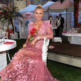 Im rosafarbenen Blütentraum mit Schleppe ist Topmodel Franziska Knuppe eine Augenweide.