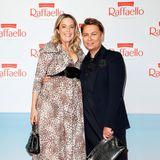 Die hochschwangere Designerin Marina Hoermanseder präsentiert ihren Babybauch im stylishen Leo-Look.An ihrer Seite:Dawid Tomaszewski.