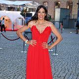 Bettina Zimmermann strahlt ganz in Rot.