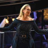 """Meryl Streep ist ein alter Oscar-Hase: 19 Mal wurde die Schauspielerin bereits nominiert, dreimal nahm sie die begehrte Trophäe mit nach Hause. Es heißt auch, dass keinem Star bei den """"Academy Awards"""" bisher öfters gedankt wurdeals der Schauspielerinselbst. Mehrfach wurde die Grand Dame Hollywoods explizit in Dankesreden -ohne Verbindung zu ihren Filmen -erwähnt. Der häufigste Dank der Preisträger gilt übrigens ihren Regisseuren, gefolgt von Ehepartnern und Kindern."""